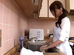 Énorme éjacule japonais maman par airliner1