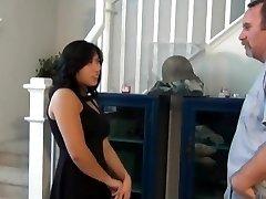 chubby asiatique neveu baise et de tarte à la crème sur les escaliers