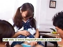 Miyu Hoshino asiatisches Schulmädchen genießt immer pussy gefingert