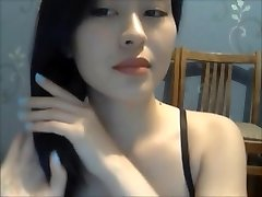 A Sexy Gal Show Her Naked Bod On Cam 1