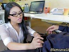 asiatiske pornstar banket på kontoret