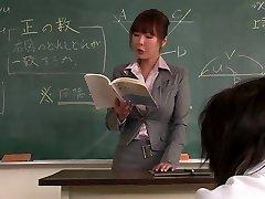 Læreren får ansiktet creamed av hennes student