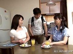 Hoteč Japonski mature dekle Yuuri Saejima poskoči na palico