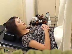 Lep kosmat Japonski široko gets zajebal njen ginekolog