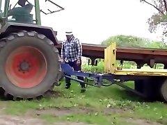 Hetero bear farmer hoes