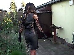 Hundeerziehung im Garten