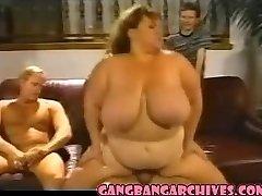 sex in gasca arhiva vintage femeie durdulie tanar si matura curva de cartier petrecere
