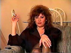 Klassieke Brunette Roken Solo