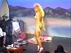 Drie retro topless bikini wedstrijden