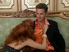 Roodharige slet Eva Falk in vintage orgie