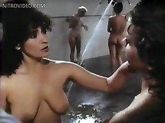 Linda blair sybil danning edy williams marcia karr a sharon hughes vo väzení, sprchy linda blair sy