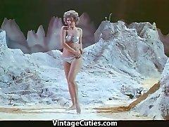 Vrouw Astronaut Stripteases op de Maan (1960 Vintage)