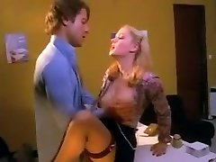 زیبا, منشی, سکس روی میز