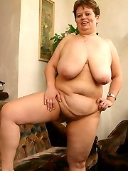 Watch kinky fat bitch playing with her huge jugs