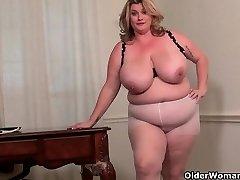 BBW milf Kimmie KaBoom shows off her secretary abilities