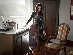 Sexy mommy in latex Ania Kinski gets nailed properly