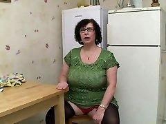 AMATEUR BBW Good-sized TITS Granny PISSING SEX