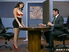Brazzers - Valentina Nappi gets a gonzo office nailing