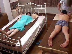 Mari Montres Femme Japonaise Obtenir une Coquine Massage - 2