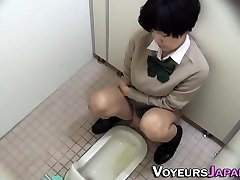 Japanese teenie pissing