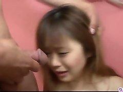 Норико Каго приветствует огромный сантиметров член задницы