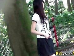 Japāņu pusaudžu urinēt publiskā