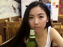 Chinês De Gracinha Com Homem Branco