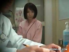 Ryšavka ázijské krásy dostane prsia zapísanej na lekára