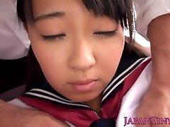 Inocentes adolescentes asiáticos se espalha pernas e esguicha
