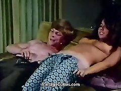 Youthfull Couple Fucks at Palace Party (1970s Vintage)