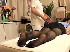Cutie with hairy gash visits her doctor and gets fingered