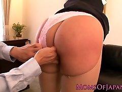 Squirting pornstar Hana Haruna spanked