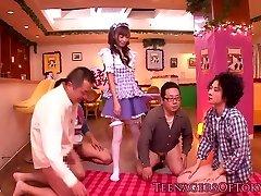 Cosplay nippon adolescent blowbanging jusqu'à ce bukkake
