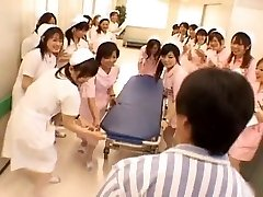 Asiatiske sykepleiere i en varm gangbang