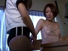 热亚洲的女学生引诱无助的老师