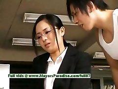 Sora Aoi αθώα άτακτος ασίας γραμματέα απολαμβάνει να σε γαμάνε την ώρα του διαλείμματος