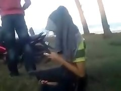 Malayisk par utendørs sex