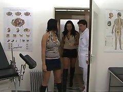 Sus estudios en beim Arzt