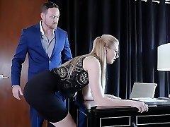 submissived - timide secrétaire chatte détruit par boss
