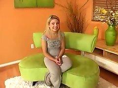 Aubrey Fodida E Recebe Um Tratamento Facial