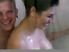 Busty brunette gf suihku vittu