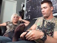 Äitipuoleni Ensimmäinen Footjob