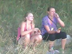 picnic two girls