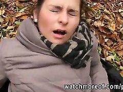 tipa frumoasa emily tras-o în pădure