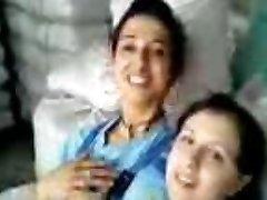Turkish girls Fabrika kizlari birbirlerini oksuyor