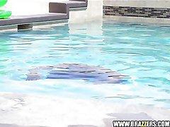 Sun Tanning Latina fucks poolside
