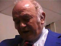 Amateur Franse Vrouw Zuigt En Neukt Oude Man !