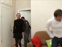 Sabrina 48 ans defoncer par 2 jeunes voisins