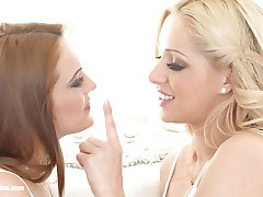 Natural beauties Melanie Gold and Dominica Fox