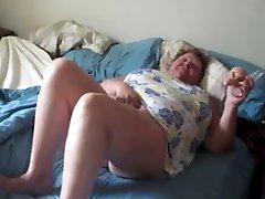 Grasso nonna cornea masturbarsi mentre il marito film